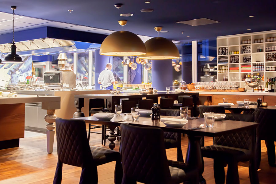 Keep your restaurant or bar clean by hiring a commercial cleaning team